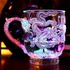 Светодиодная светодио дный Вспышка Изменение Цвета Дракон чашка Вода активированный свет пивная кружка виски купить на AliExpress