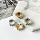 Peri'sBox резные многолинейные латунные золотые серьги текстурированные маленькие Huggie серьги-кольца для женщин минималистичные серьги-кольца ...