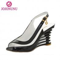 735.75 руб. 51% СКИДКА|JOJONUNU Высокая женские сандалии на танкетке с пряжкой обувь с открытым носком женские летние туфли Брендовые новинки; пикантная Летняя обувь из искусственной лакированной кожи Sise 34 43 купить на AliExpress
