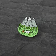 78.14руб. 25% СКИДКА|Приключения горный лес палатка булавка брошь Исследуйте природу эмалированные булавки Кнопка значок брошь для путешествий для женщин мужчин на открытом воздухе подарки-in Броши from Украшения и аксессуары on AliExpress