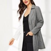 Двухцветное двубортное пальто в полоску
