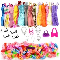 132.8 руб. 44% СКИДКА|32 предмета/набор кукольных аксессуаров = 10 шт. одежда куклы, платье + 4 стекла + 6 пластиковое ожерелье + 2 Сумочки + 10 пар обуви для куклы Барби-in Куклы from Игрушки и хобби on Aliexpress.com | Alibaba Group