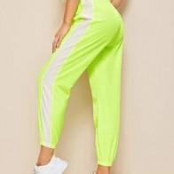 Контрастные брюки с эластичной талией