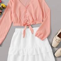 Юбка и рубашка с пуговицами и узлом