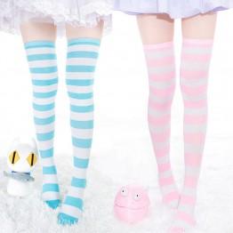 121.47 руб. 10% СКИДКА 1 пара, новые женские длинные полосатые носки выше колена, 7 цветов, милые теплые носки, оптовая продажа купить на AliExpress
