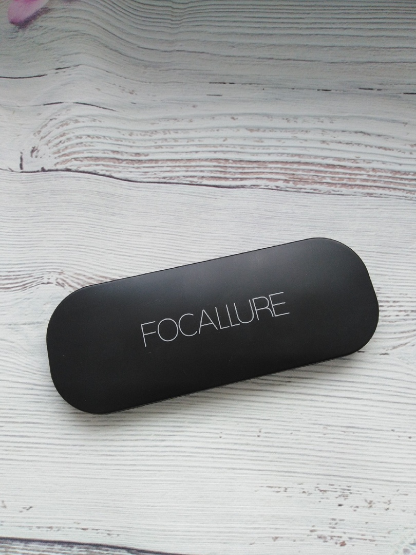 Прекрасная палетка для скульптурирования лица от производителя Focallure