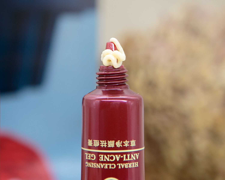Популярный крем для лечения акне и кожных воспалений