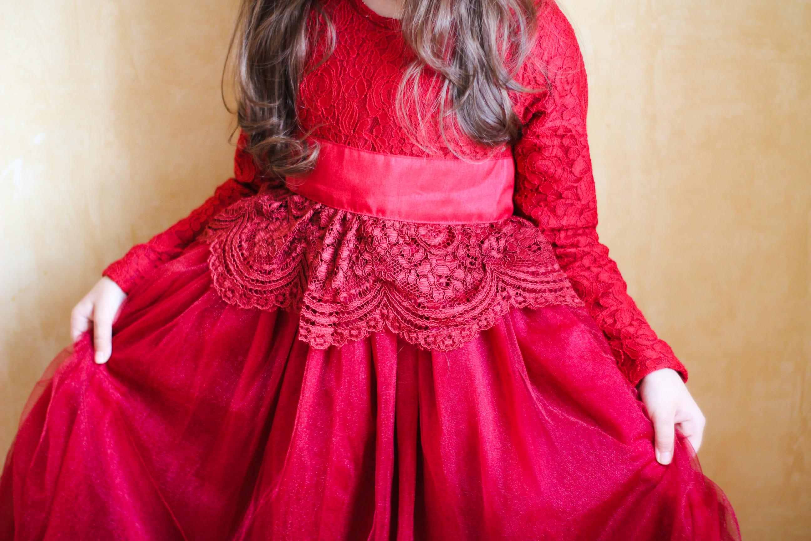Сказочное платье для девочек с пышной юбкой и кружевом