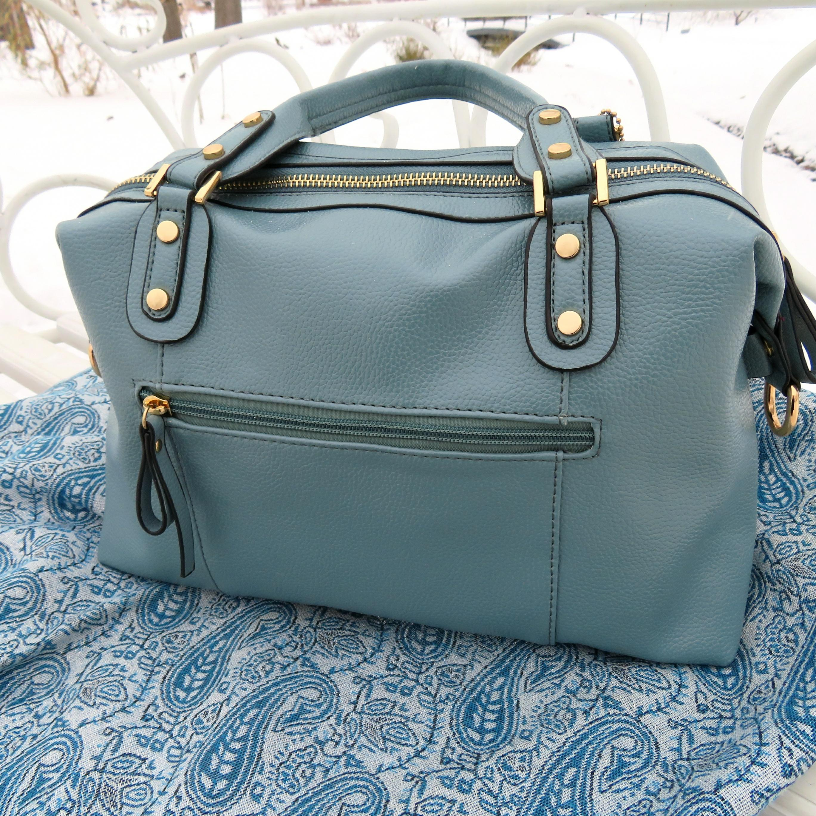 Стильная сумка спокойного серого-голубого цвета