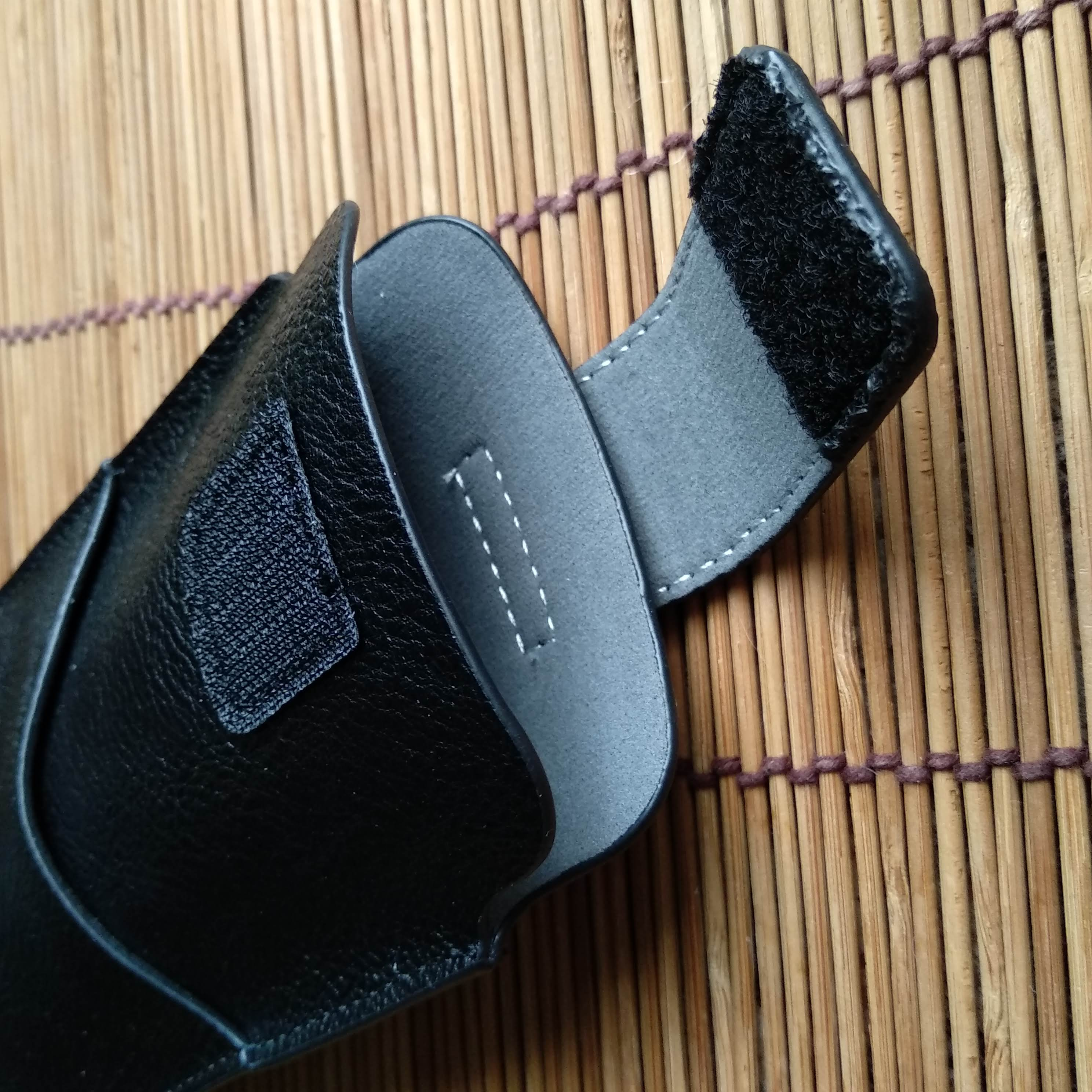Универсальный чехол для мобильного телефона от магазина KISSCASE.