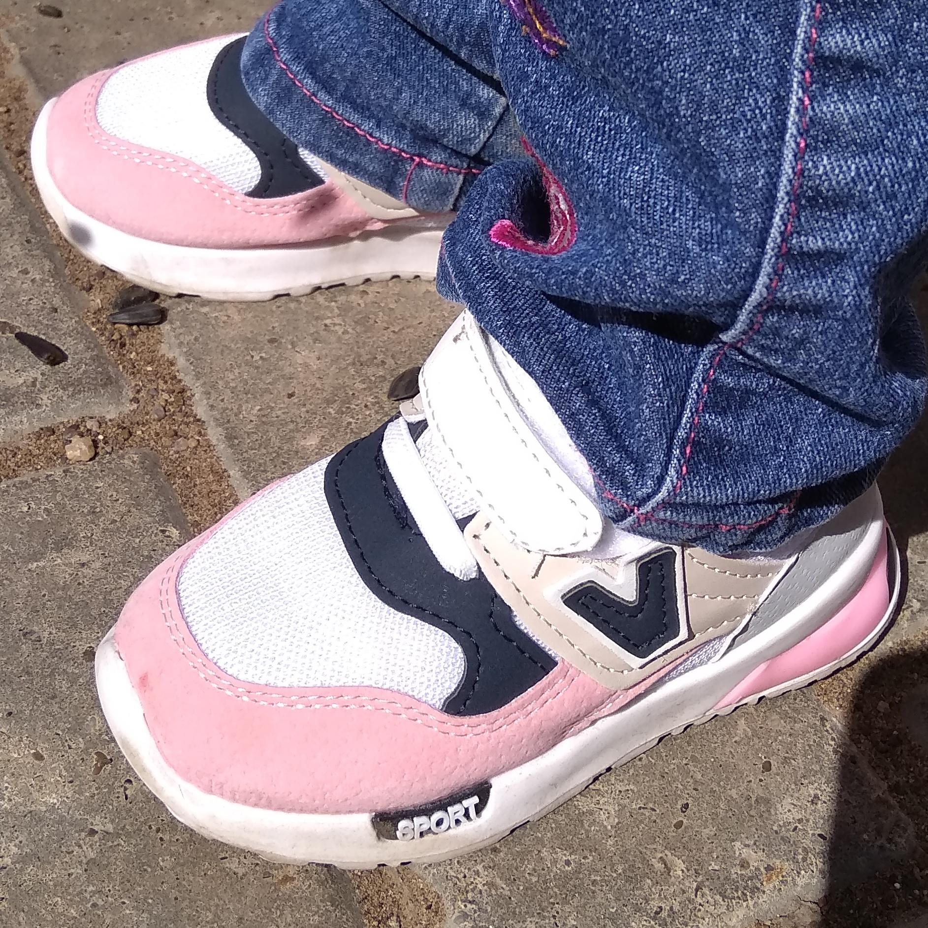 Красивые детские кроссовки