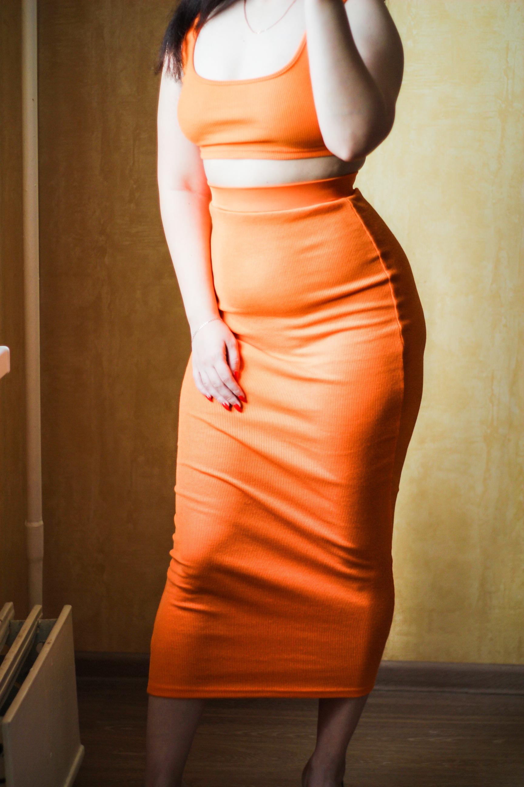 Сексуальный комплект из юбки и топа для фигуристых