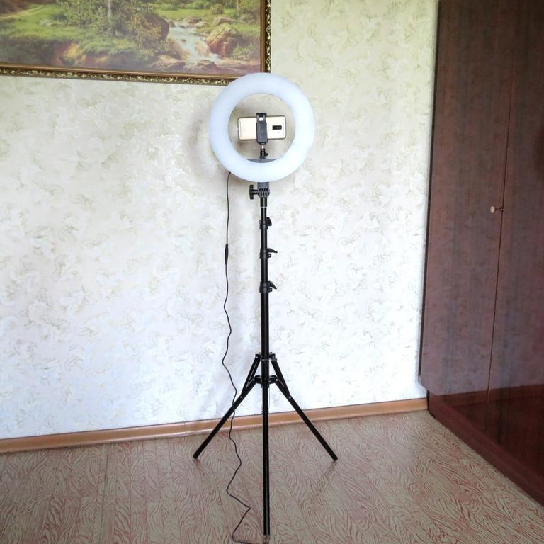 Светодиодный кольцевой свет на штативе от TRAVOR
