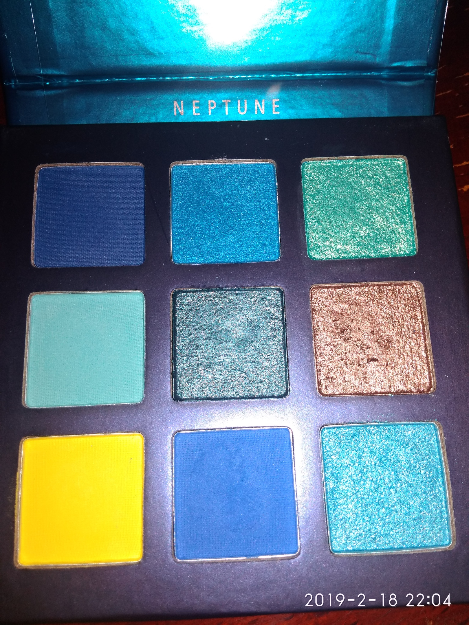 Тени для глаз  Beauty Glаzed Naptune 9 ярких цветов!