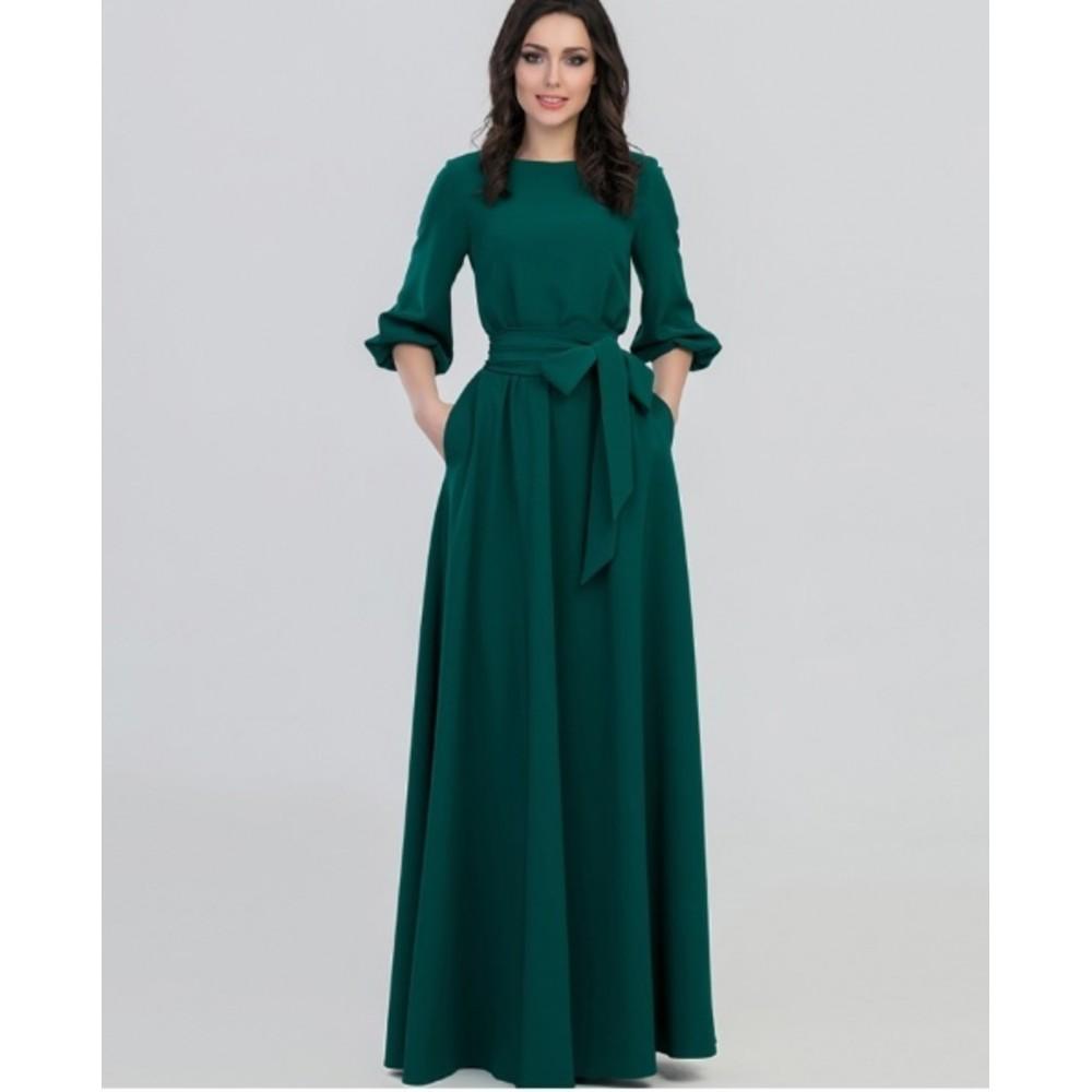 Женское длинное платье.