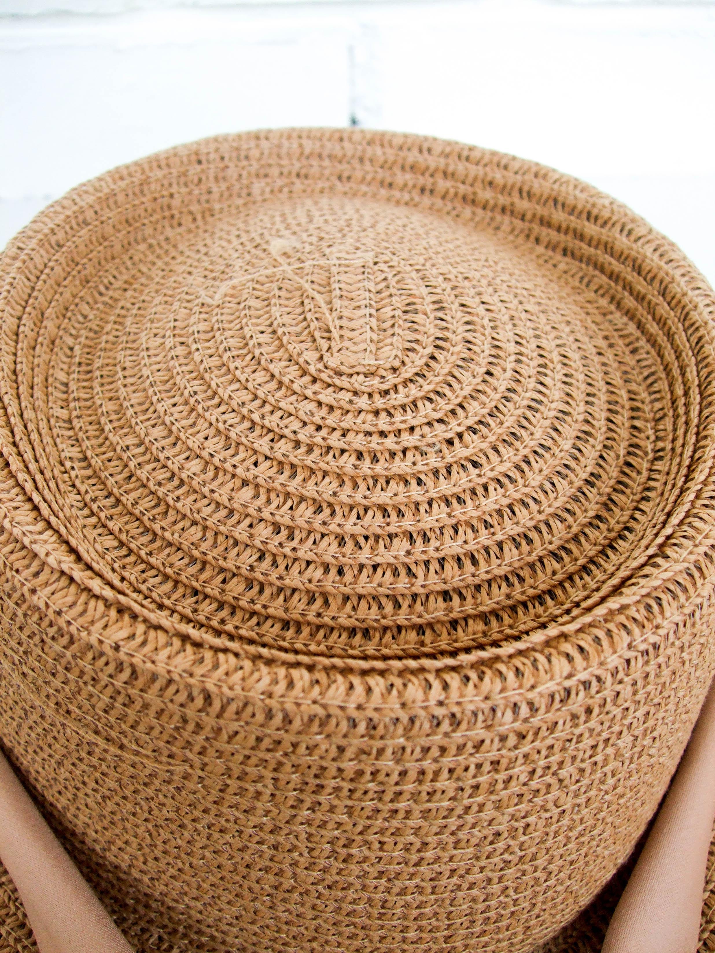 Шляпка с люверсами, которая очень понравилась