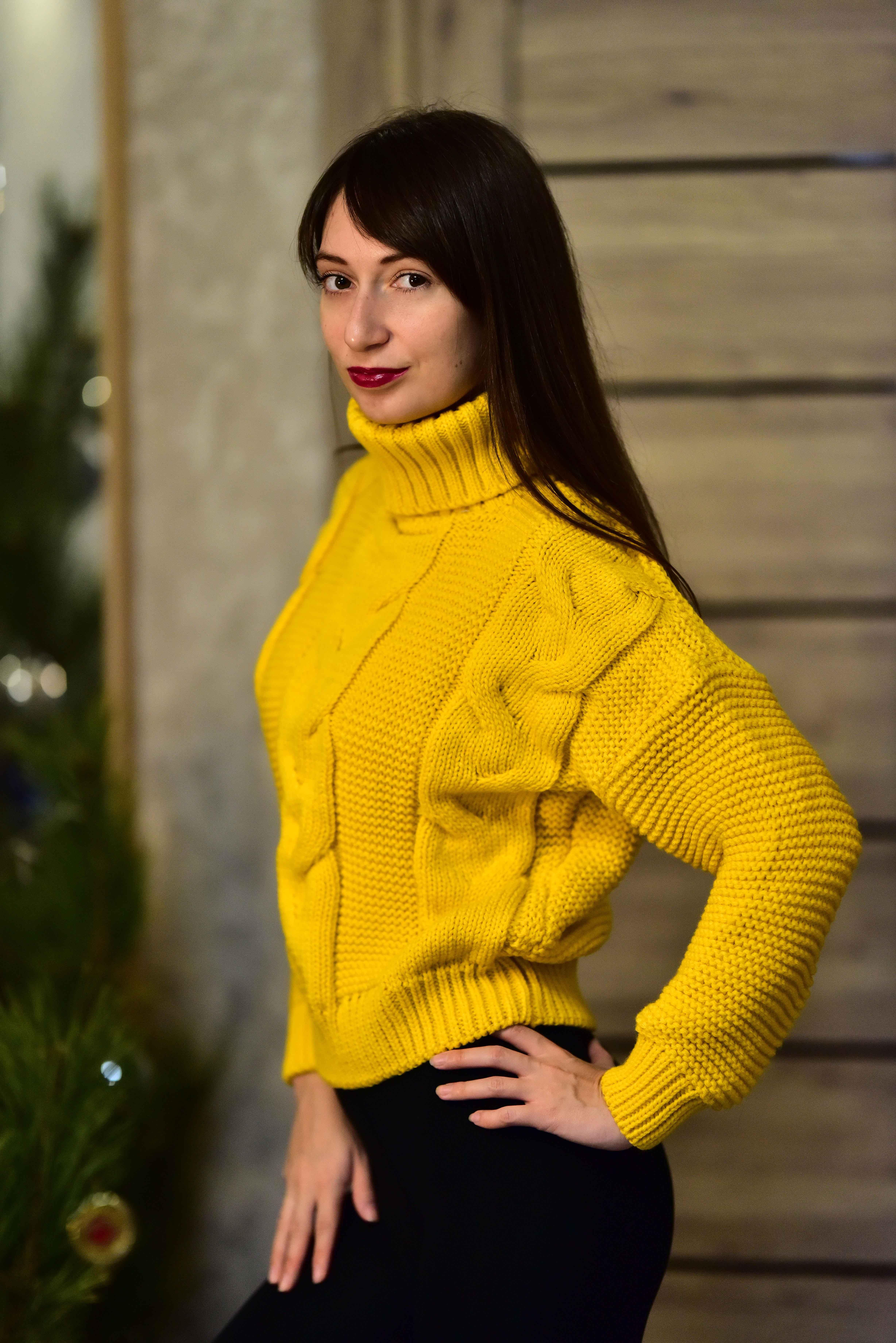 Тёплый жёлтый свитер от Tomorrow Store - характеристики