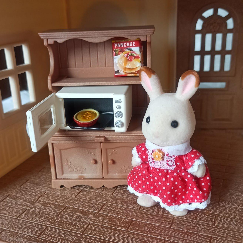 Комплект принадлежностей для кухни и мебели для игрового набора Sylvanian Families. - фото