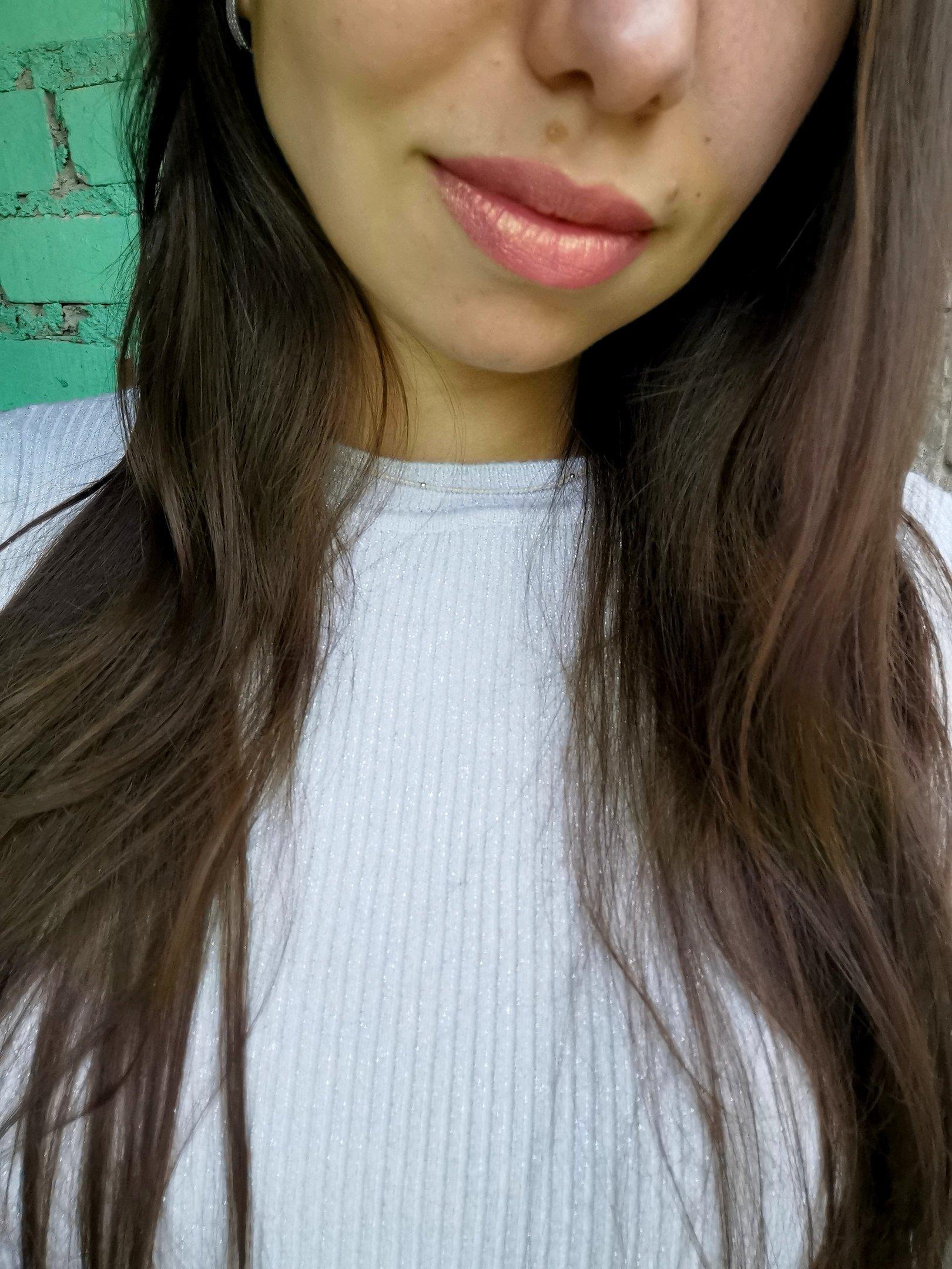 Блестящая губная помада