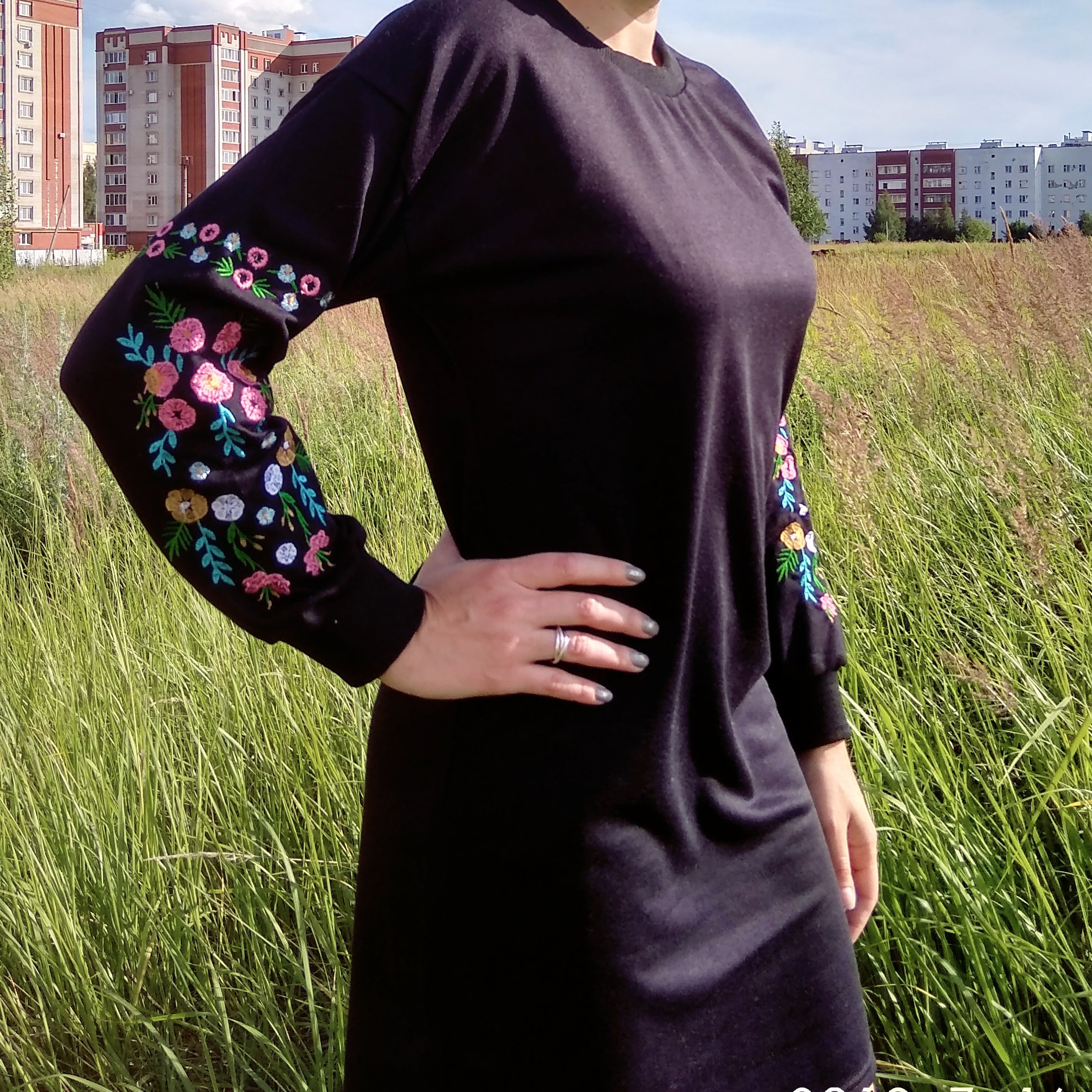 Платье свободного кроя на прохладные деньки от Simplee