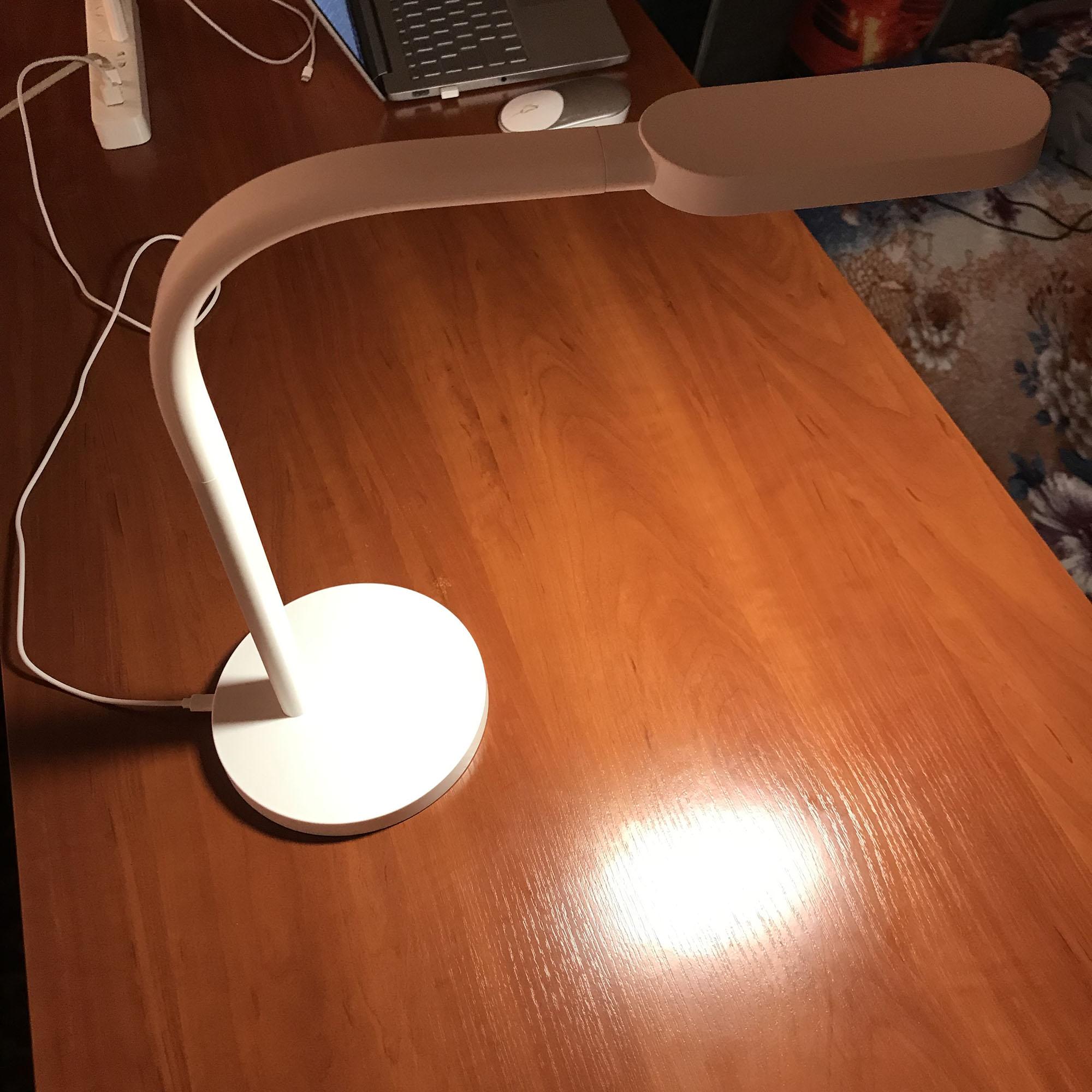 Настольная лампа Xiaomi YeeLight Desk Lamp - Светильник