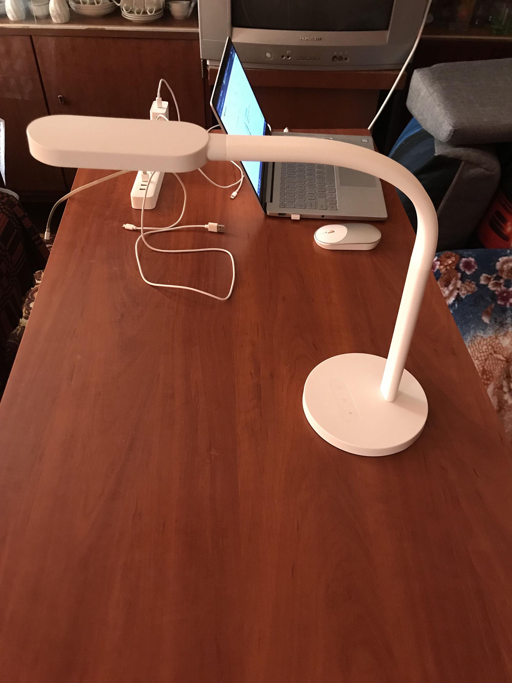 Настольная лампа Xiaomi YeeLight Desk Lamp - купить