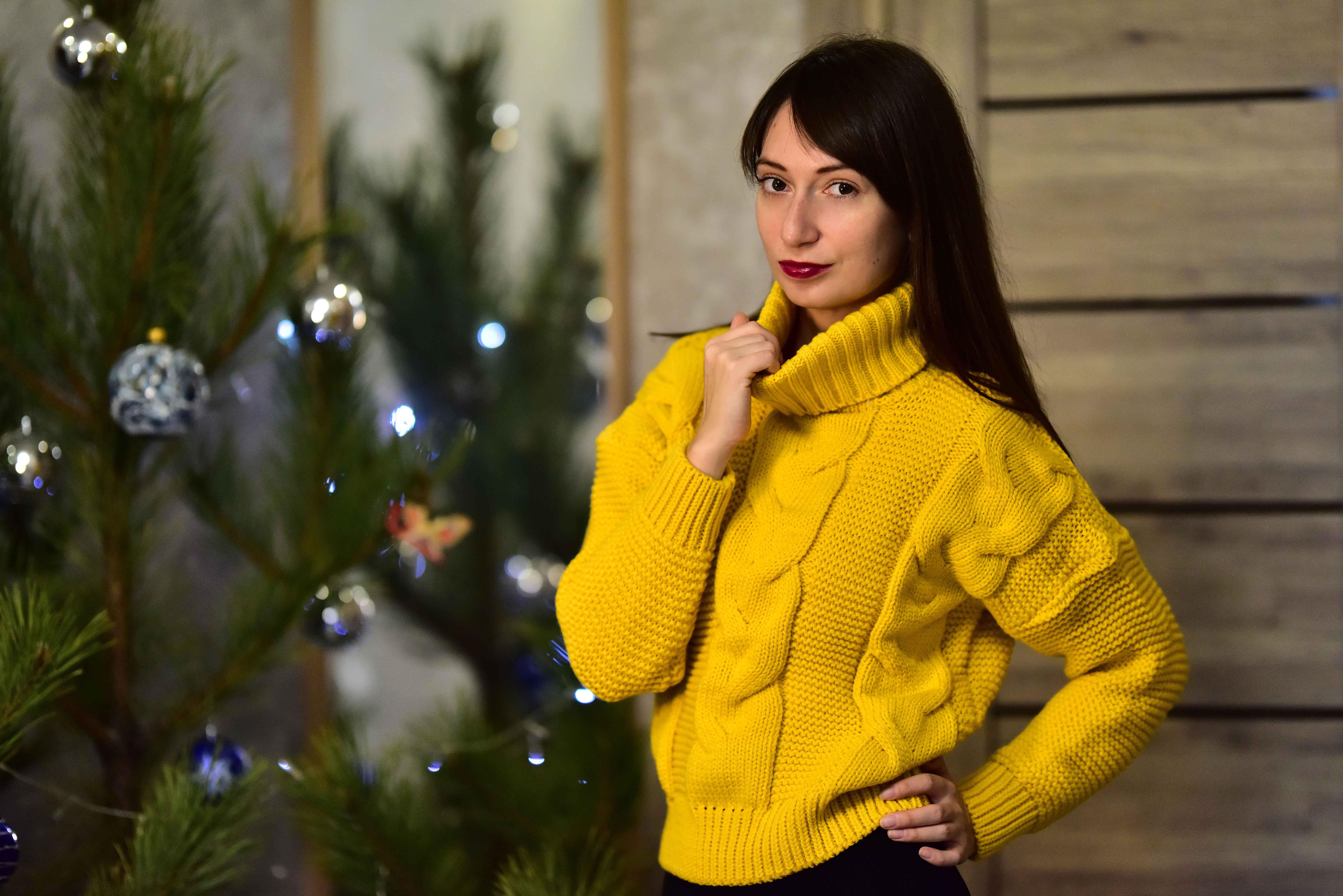 Тёплый жёлтый свитер от Tomorrow Store - обзор