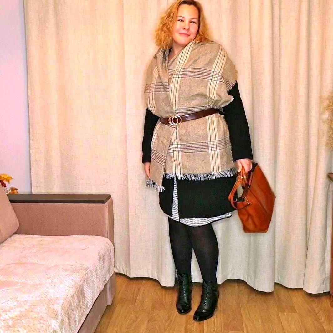 Уютный шарф-плед с классическим рисунком. - фото