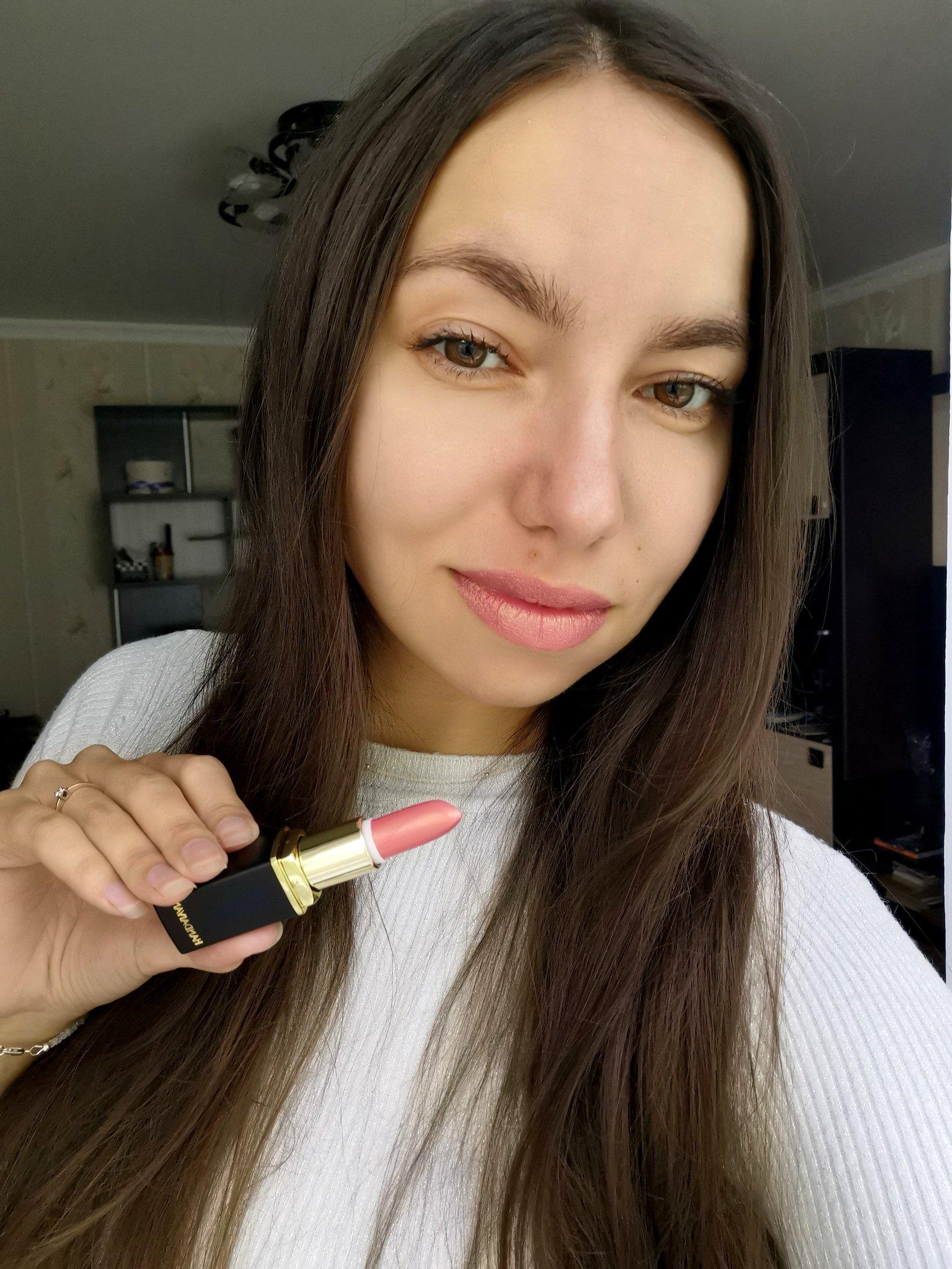 Блестящая губная помада - косметика