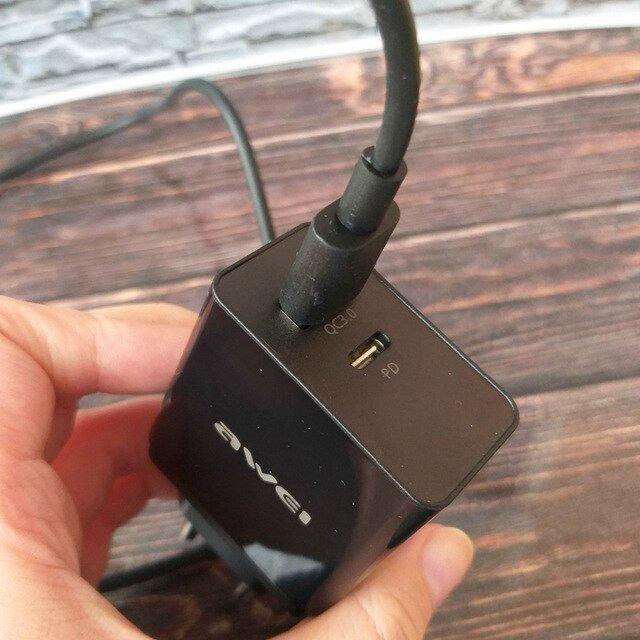 AWEI C-980 зарядное устройство 18 Вт. Поддерживает быструю зарядку.