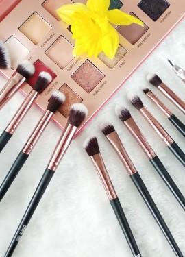 Отличный набор кистей для макияжа глаз бренда MAANGE