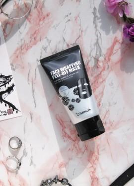 Космическая чёрная маска-плёнка с углём Berrisom Face Wrapping Peel-Off Mask Black.