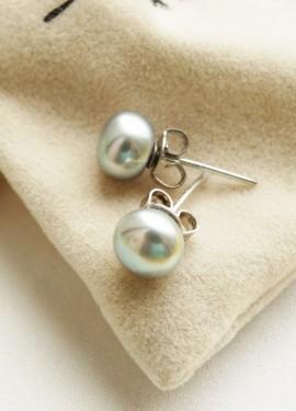 Серебряные серьги-гвоздики Daimi с жемчугом необычного серого оттенка