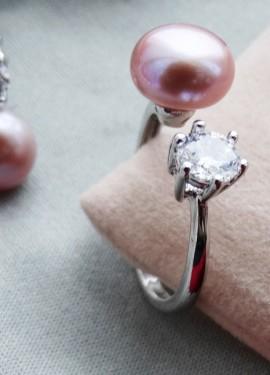 Оригинальное несмыкаемое кольцо Daimi с фиолетовым жемчугом