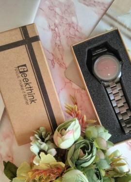 Мужские часы Geekthink с ярким циферблатом.