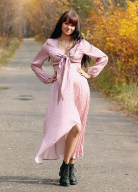 Красивое атласное платье Conmoto