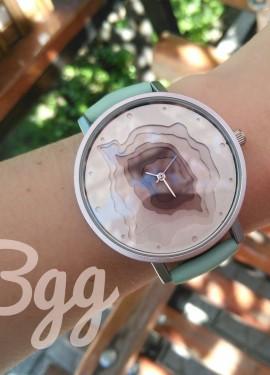 Кварцевые наручные часы от бренда Bgg