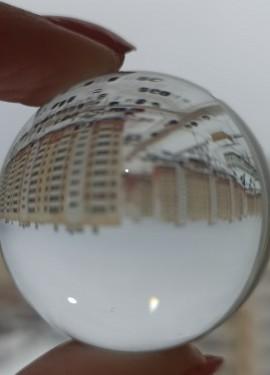 Хрустальный шар - отличный реквизит для фотосъёмки, для декора дома и для любителей фен-шуй