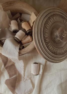 Ленты из шелка и бархата для свадебных букетов, упаковки и утонченного декора.