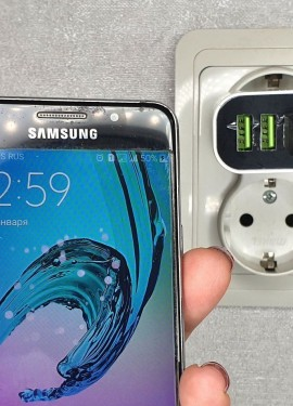 Зарядное устройство ROCK с индикацией напряжения и тока