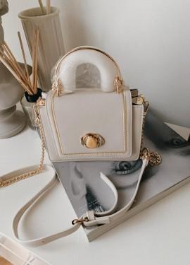 Женственная сумка на лето цвета слоновой кости.