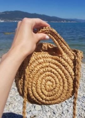 Летняя сумка-малышка добавит изюминку в любой образ