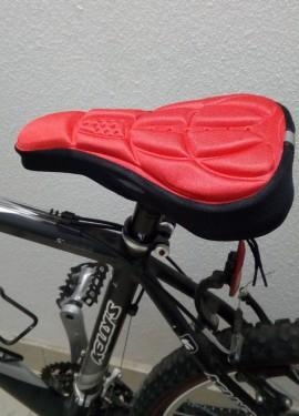 Накидка, чехол или накладка на велосипедное сидение