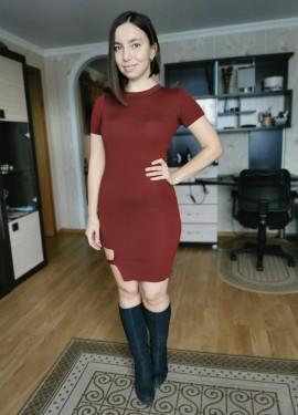 Трикотажное платье с интересной вставкой