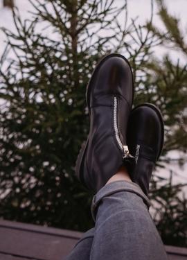 Крутые грубые ботинки на межсезонье