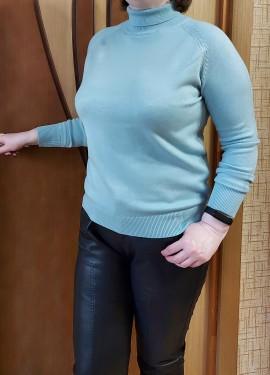 Очень комфортный красивый свитер на осень-зиму