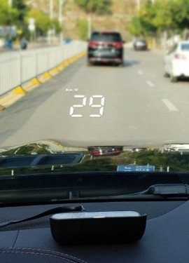 Дисплей проекционный на лобовое стекло автомобиля. Вся информация на виду.