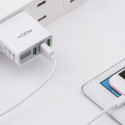 Сетевой адаптер с тремя USB-выходами и  дисплеем с характеристиками тока
