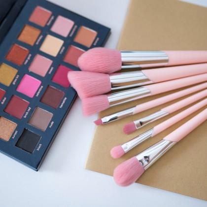 Шикарные розовые кисти для макияжа