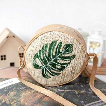 Трендовая плетеная сумка из соломы